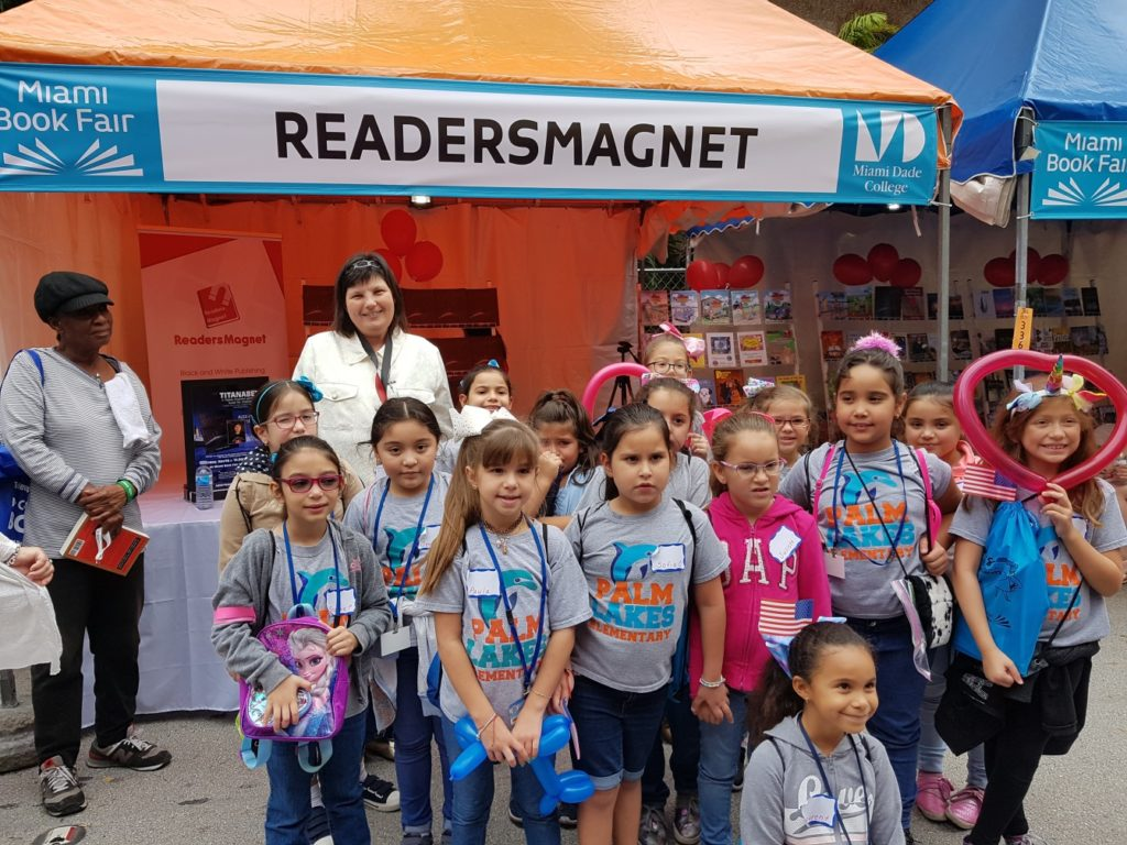 ReadersMagent Booth with Kids in Miami Book Fair 2018